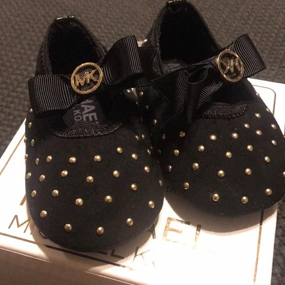 212bf702e467 Michael Kors infant Black ballet flat. M 5b51533d12cd4a9fe56c38ad